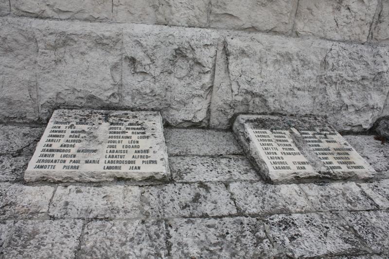 La plaque sur laquelle figue le nom d'Yves Jain